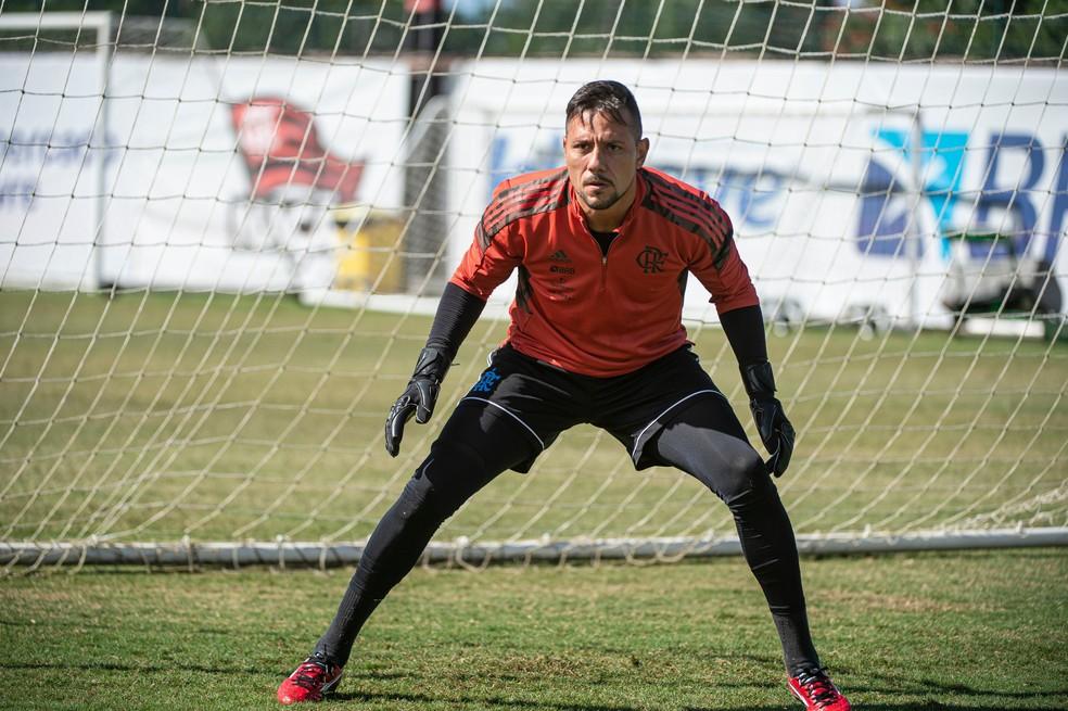 Diego Alves durante treino no Ninho do Urubu — Foto: Alexandre Vidal/Flamengo