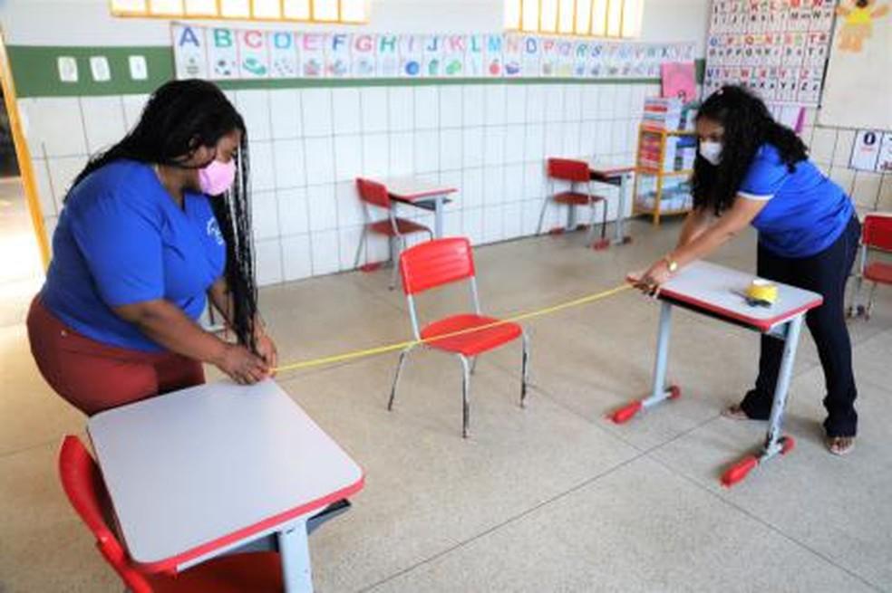 Profissionais chegaram a preparar salas para retomada das aulas em Araguaína, mas retorno foi adiado — Foto: Marcos Sandes/Prefeitura de Araguaína