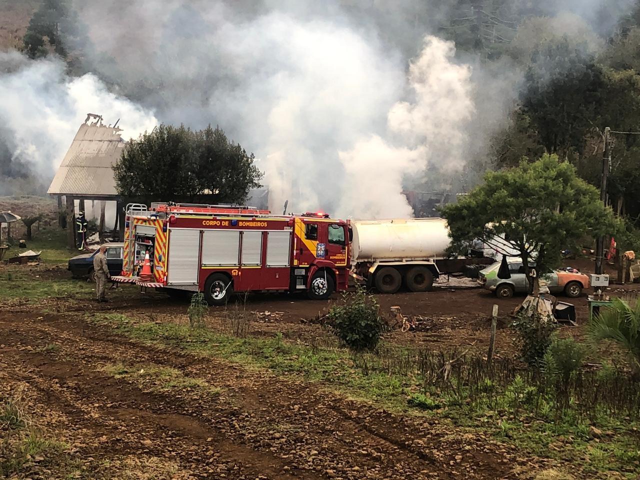 Duas crianças morrem após incêndio atingir casa em Turvo, diz Corpo de Bombeiros