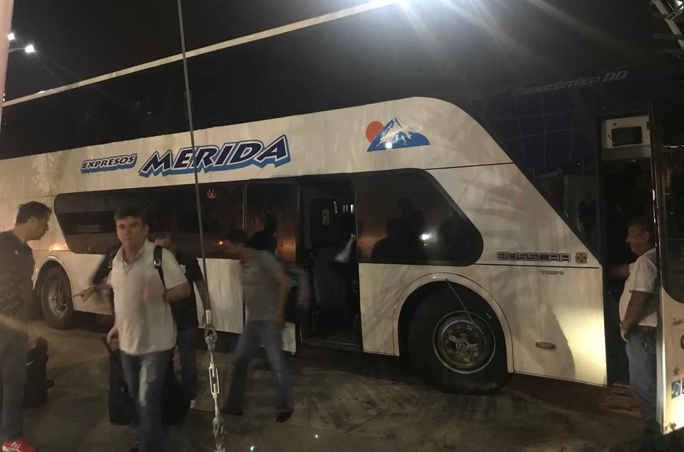 Delegação do Corinthians chegou na madrugada desta quarta-feira na Venezuela (Foto: Bruno Cassucci)