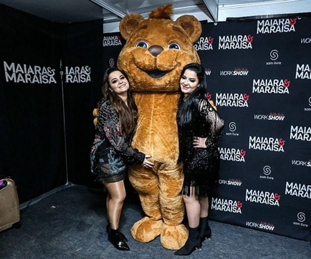 Maiara e Maraísa no camarim (Foto: AgNews)
