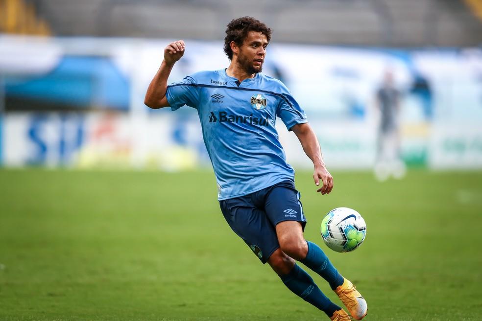 Victor Ferraz virou reserva de Vanderson — Foto: Lucas Uebel/Grêmio