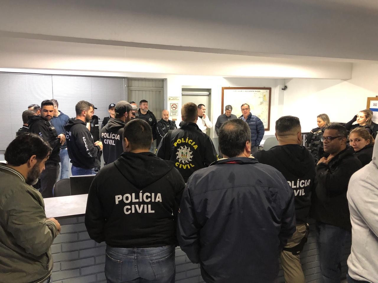 Polícia faz operação contra esquema de tele-entrega de drogas em Porto Alegre - Notícias - Plantão Diário