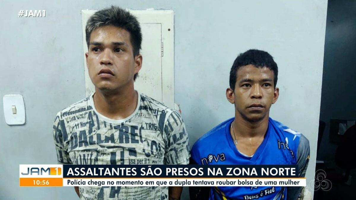 Ladrões em moto são presos após polícia flagrar assalto em Manaus; Veja o vídeo