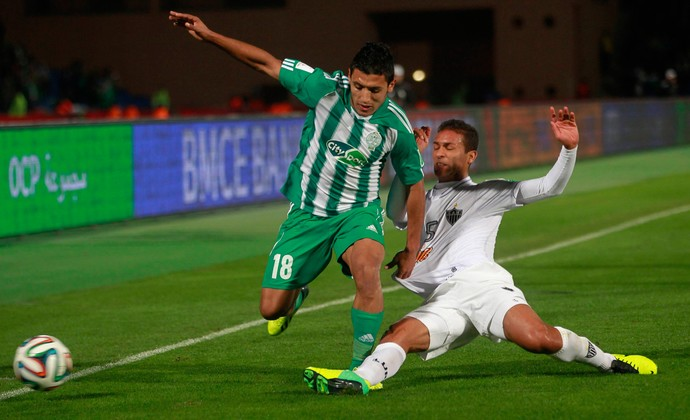 Abdelilah Hafidi e Pierre, Atlético-MG x Raja Casablanca (Foto: Reuters)
