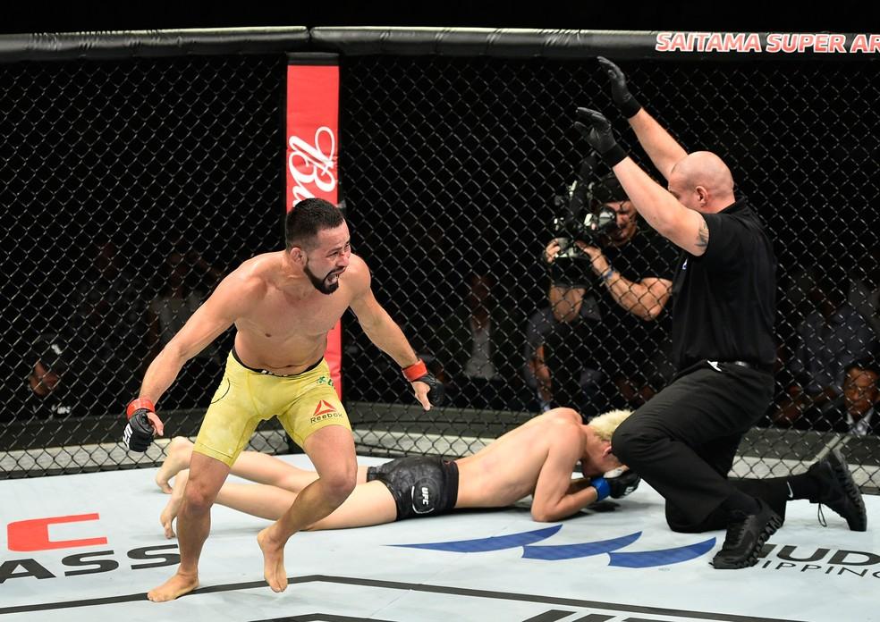 Jussier Formiga comemora vitória sobre Yuta Sasaki no UFC Japão  (Foto: Getty Images)