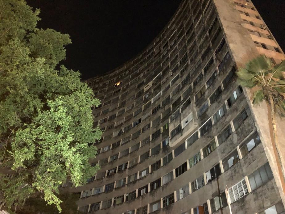 Sete apartamentos seguem ocupados no Holiday na primeira noite após fim do prazo para desocupação