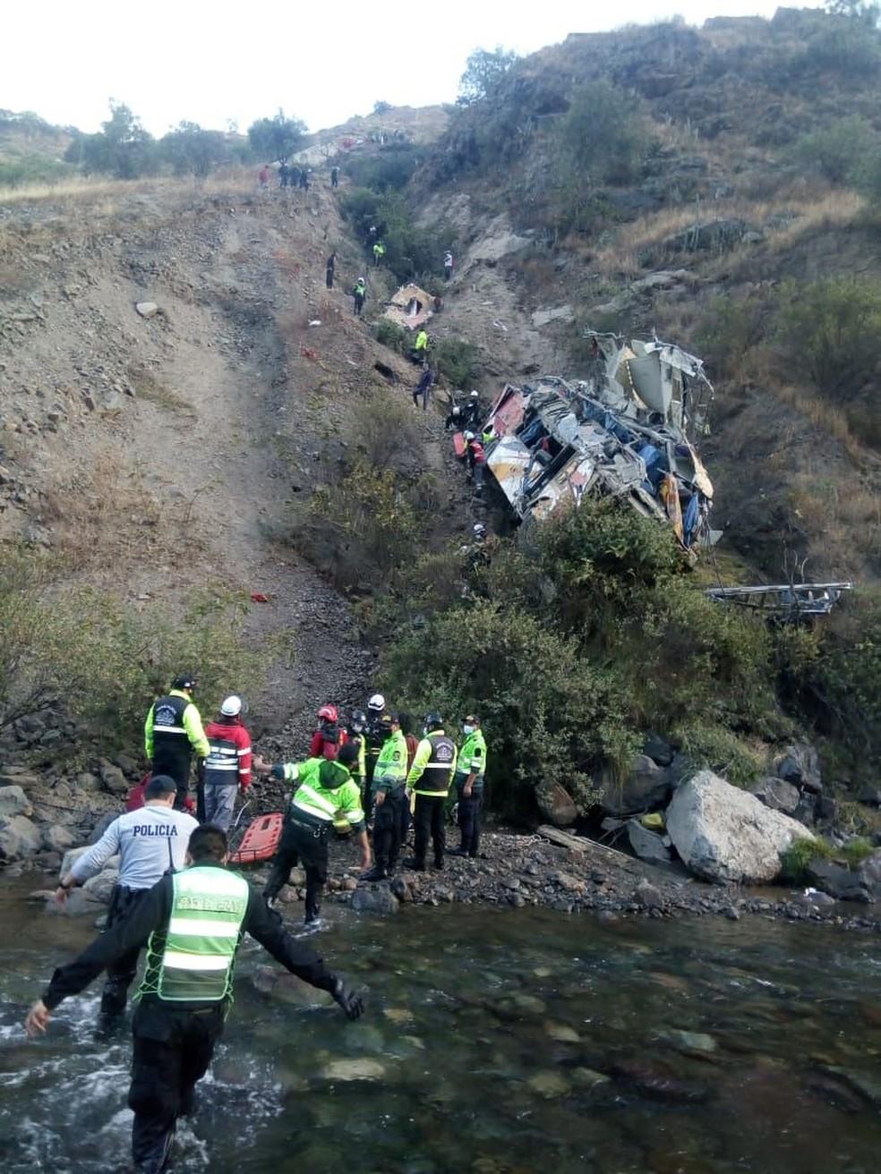 Equipes de resgate atuam em acidente de ônibus no Peru em 31 de agosto de 2021 — Foto: Reprodução/Ministério do Interior