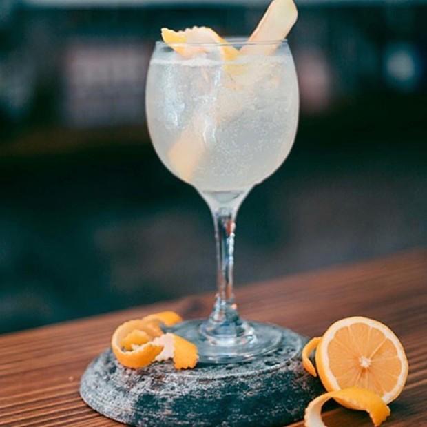 Gin Tônica: mel, gengibre e limão refrescam drinque tradicional