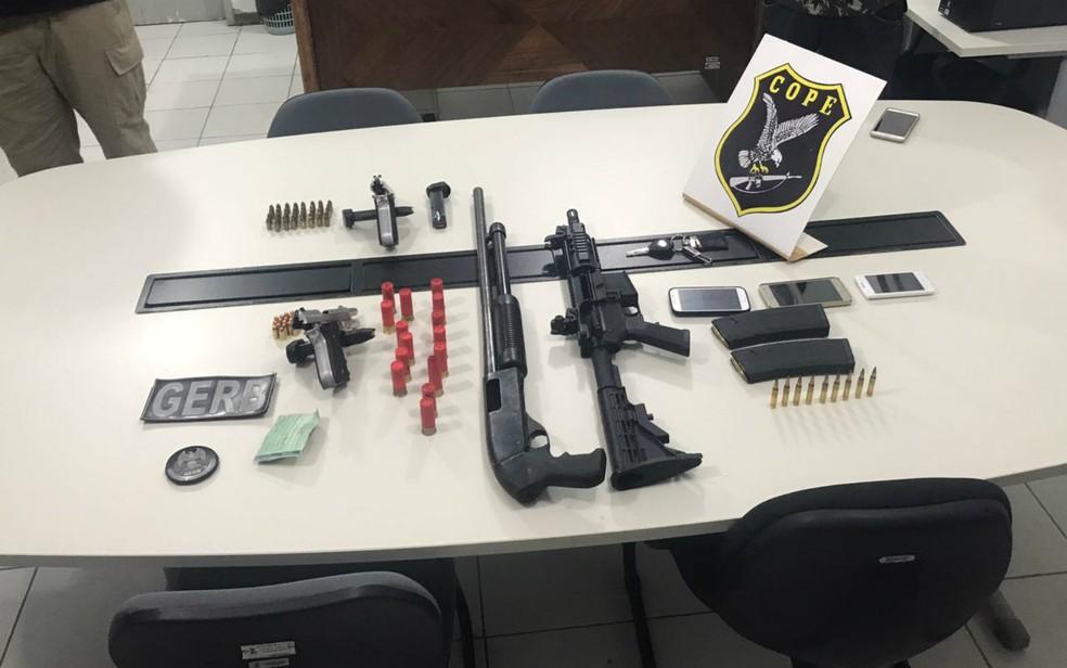 A polícia apreendeu armamento pesado com a quadrilha (Foto: Divulgação/SSP-BA)
