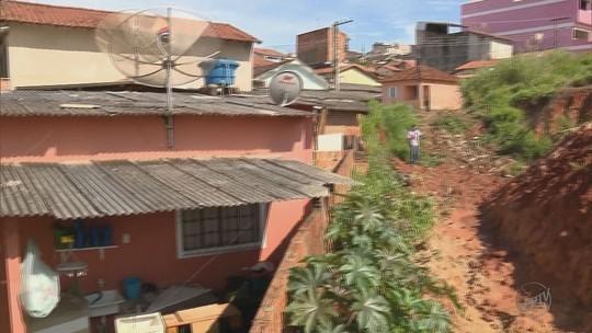 Defesa Civil notifica moradores do bairro Vila Isabel por risco de desmoronamento em Itajubá
