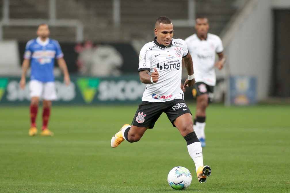 """Após vitória do Corinthians, Otero manda """"indireta"""" nas redes sociais"""