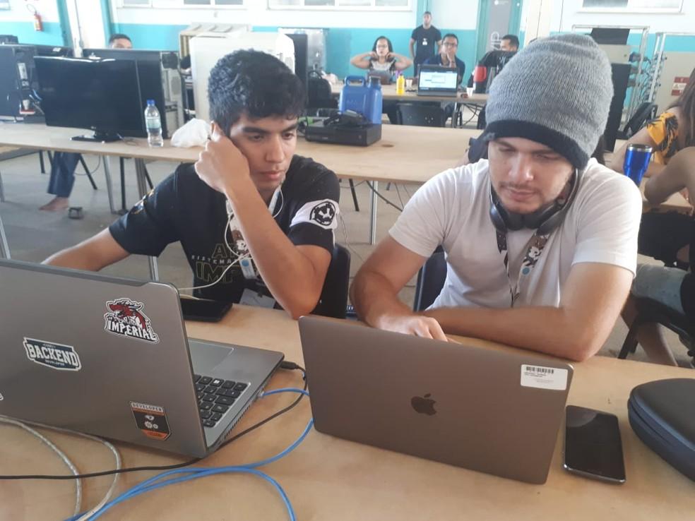 Amigos viajaram por 9h para chegar na Campus (Foto: Ana Kézia Gomes/G1)