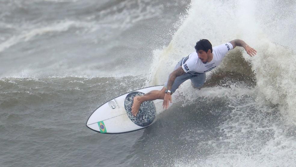 Gabriel Medina em ação nas quartas de final — Foto: REUTERS/Lisi Niesner