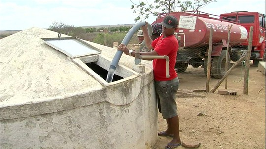 População de 128 municípios do Ceará sofre com seca