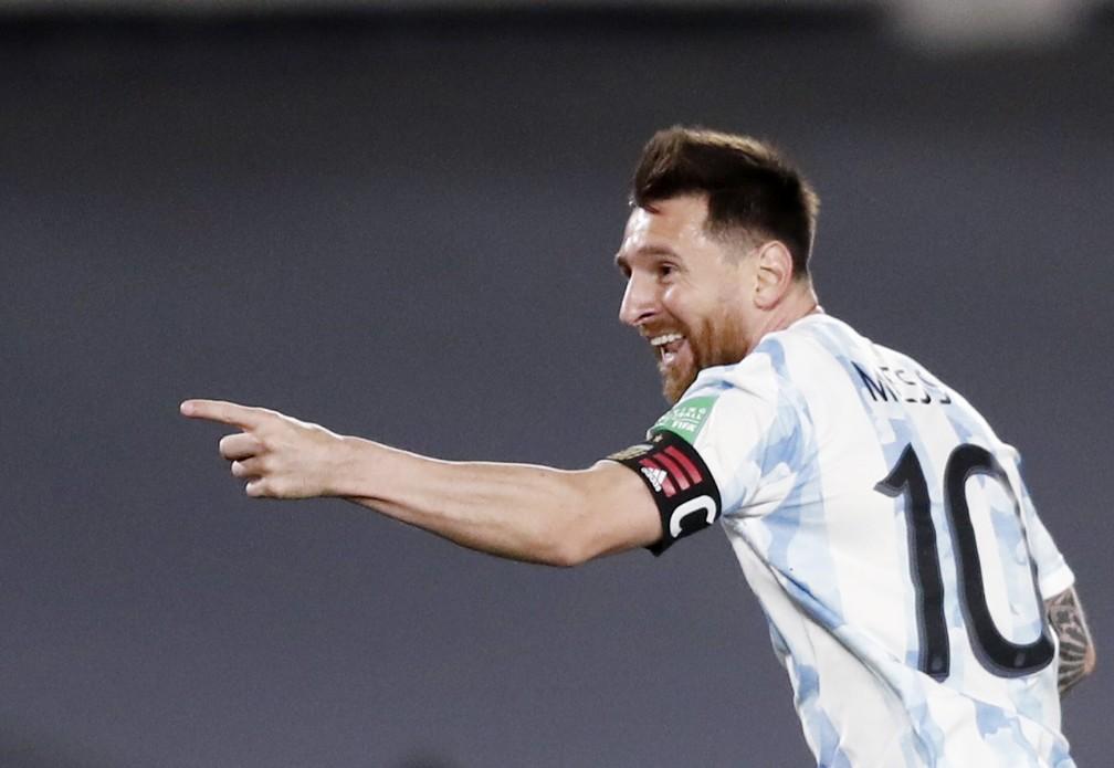Messi comemora seu gol na vitória da Argentina contra o Uruguai — Foto: Agustin Marcarian/Reuters