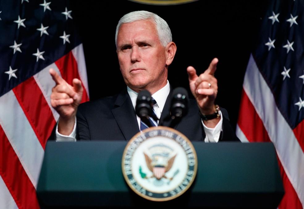 Mike Pence, vice-presidente americano, anuncia nesta quinta-feira (9) no Pentágono que os EUA pretendem criar uma força espacial até 2020 (Foto: Evan Vucci/ AP Photo)