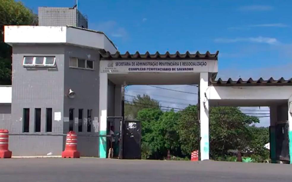 Ex-integrantes de banda foram levados para o Complexo Penitenciário da Mata Escura, em Salvador. (Foto: Reprodução/TV Bahia)