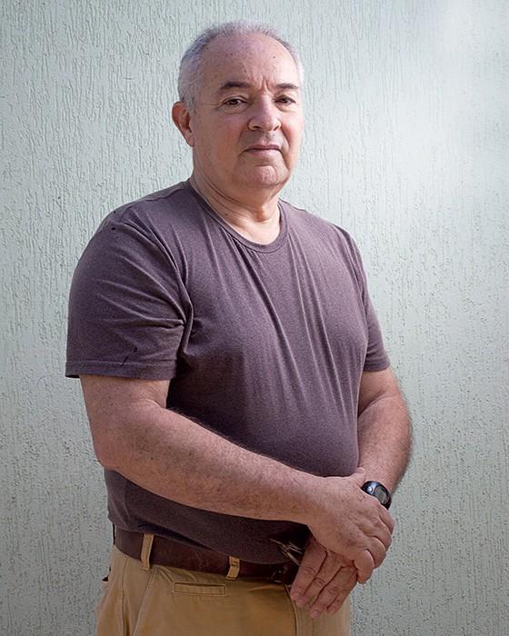 ESPERANÇA O administrador Oswaldo Luiz Silva Neto, de 61 anos. Ele espera que a fosfo livre-o de uma cirurgia (Foto: Rogério Cassimiro/ÉPOCA)