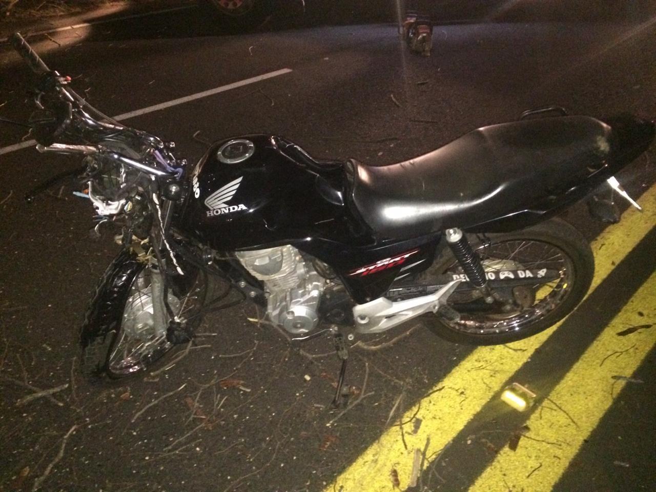 Homem morre após moto colidir com árvore caída em rodovia - Notícias - Plantão Diário