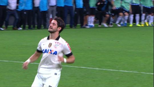 Após veto, quase retorno e tour fora do país, Pato, enfim, enfrenta o Corinthians pelo São Paulo