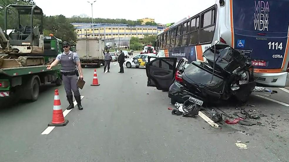 Uma pessoa morreu no acidente (Foto: Reprodução/TV Globo)