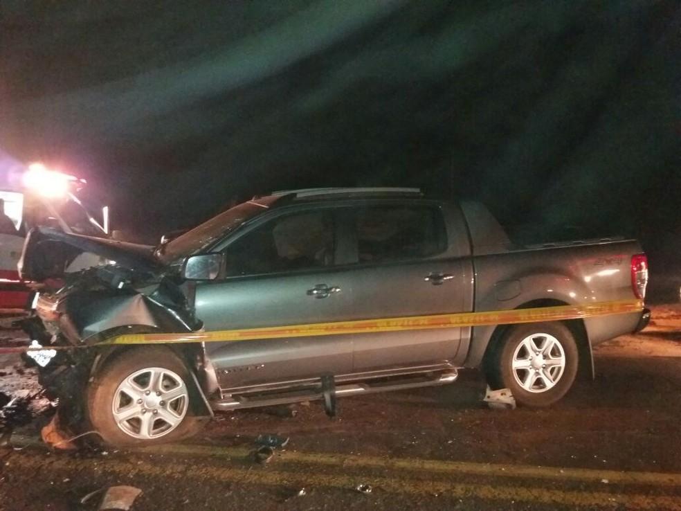 Na caminhonete, apenas uma mulher ficou ferida após batida na BR-163 (Foto: PRF/Divulgação)