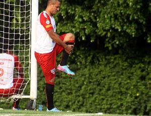 Luis Fabiano em treino no São Paulo (Foto: Cleber Akamine)