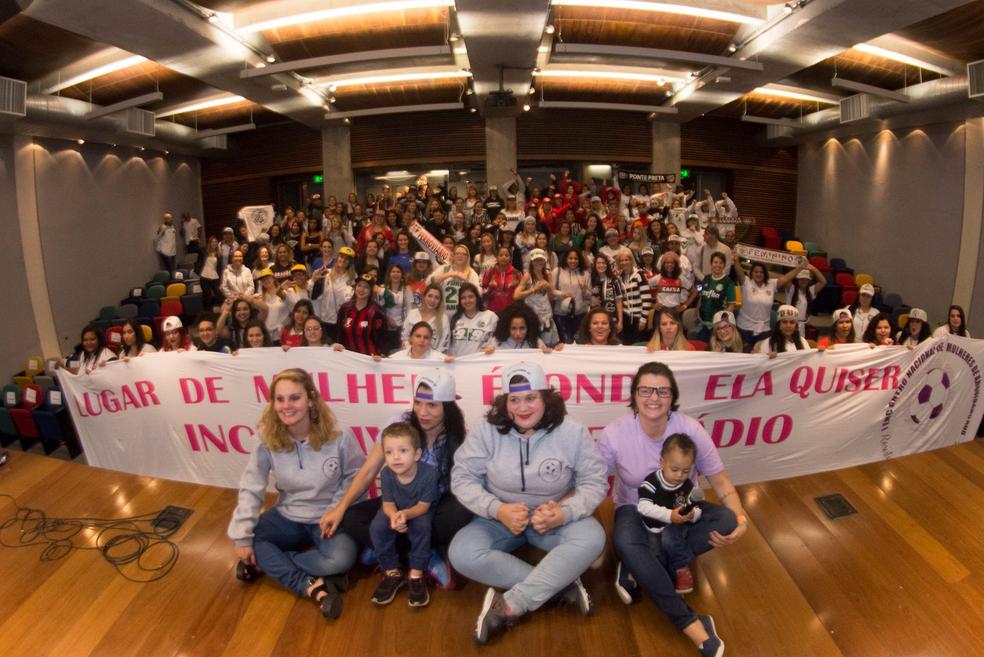 1º Encontro Nacional de Mulheres de Arquibancada reuniu mais de 300 torcedoras em São Paulo (Foto: Guto Abreu)
