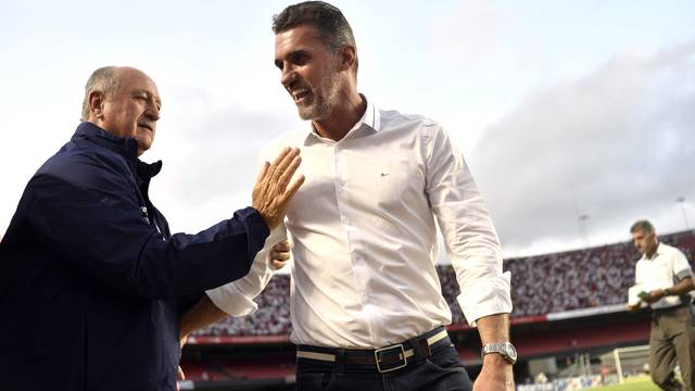 Luiz Felipe Scolari, técnico do Palmeiras, cumprimenta Vagner Mancini, técnico do São Paulo