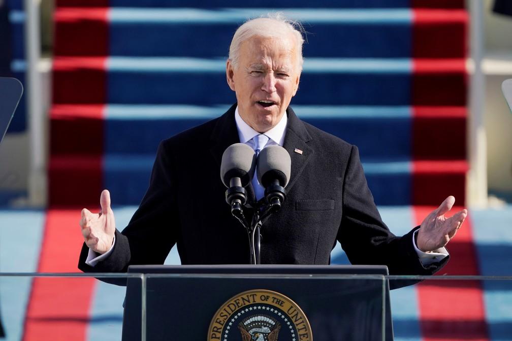 O presidente Joe Biden fala durante a 59ª posse presidencial no Capitólio dos EUA, em Washington, nesta quarta-feira (20)  — Foto: Patrick Semansky/Pool via Reuters