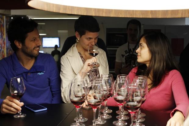 Uma prova de vinhos na sede da Evino (Foto: Divulgação)