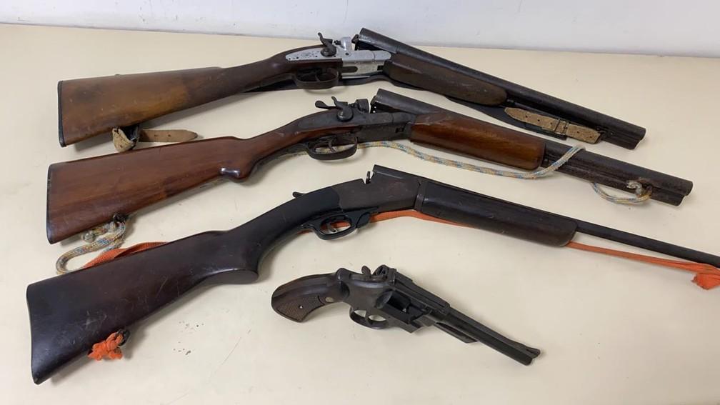Armas apreendidas com a quadrilha — Foto: Reprodução