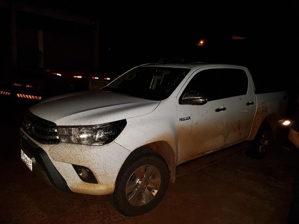 Acusados tentaram vender a caminhonete do empresário, que foi encontrada em Igaraçu do Tietê (Foto: Polícia Civil / Divulgação )