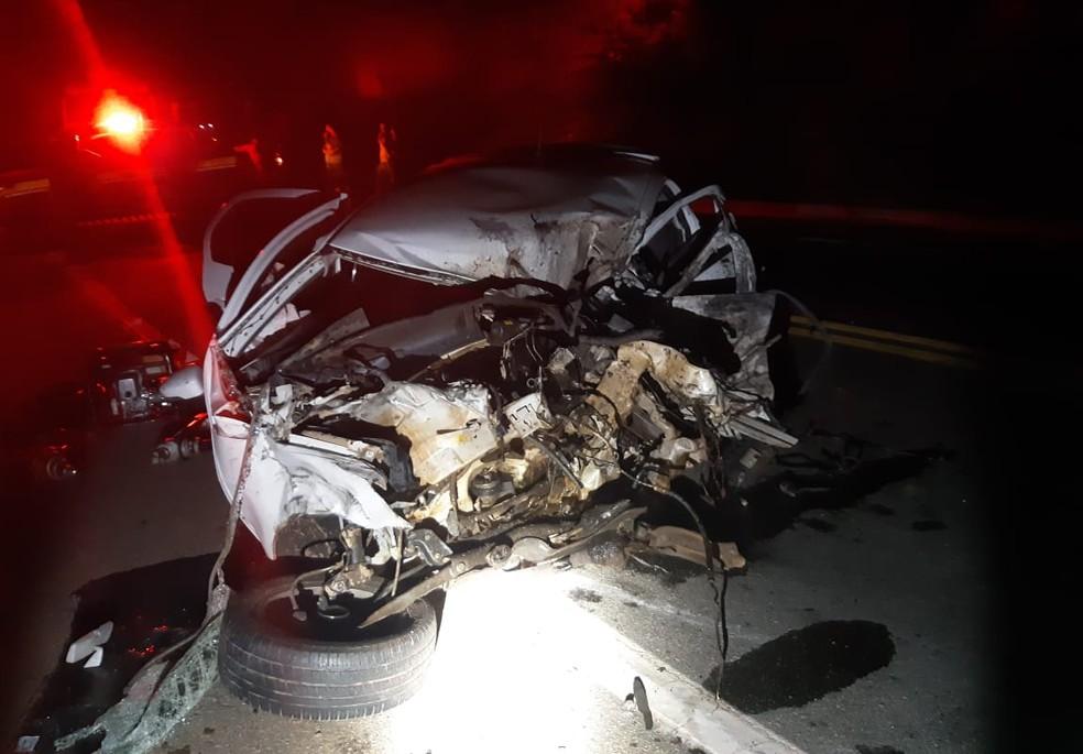Motorista de carro morreu em acidente na BR-381, em Periquito — Foto: Polícia Rodoviária Federal/Divulgação