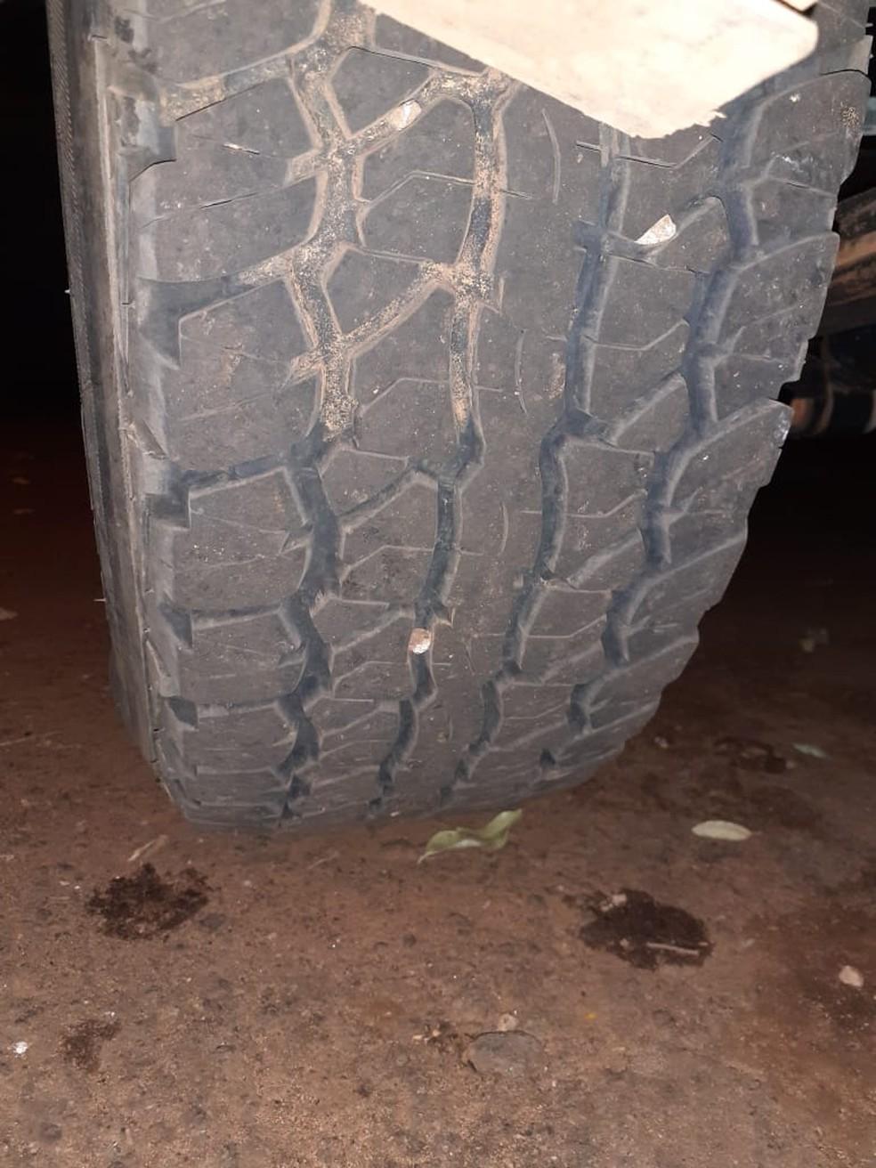 Perícia fez comparações e apontou que caminhonete é a mesma que foi na fazenda de vítima — Foto: Polícia Civil/Divulgação