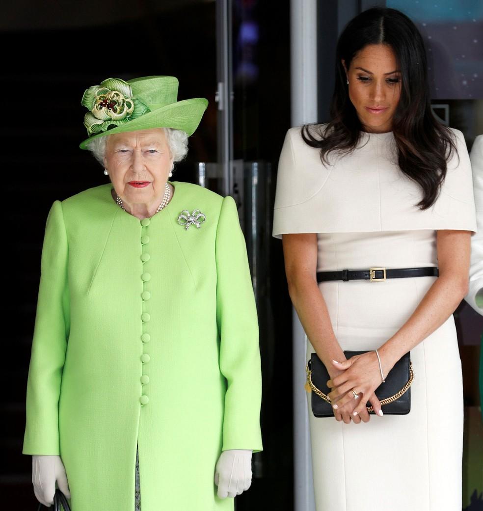 -  Rainha Elizabeth e a Meghan Merkle, a duquesa de Sussex, participam de homenagem às vítimas de incêndio da Torre Grenfell, no oeste de Londres, nesta