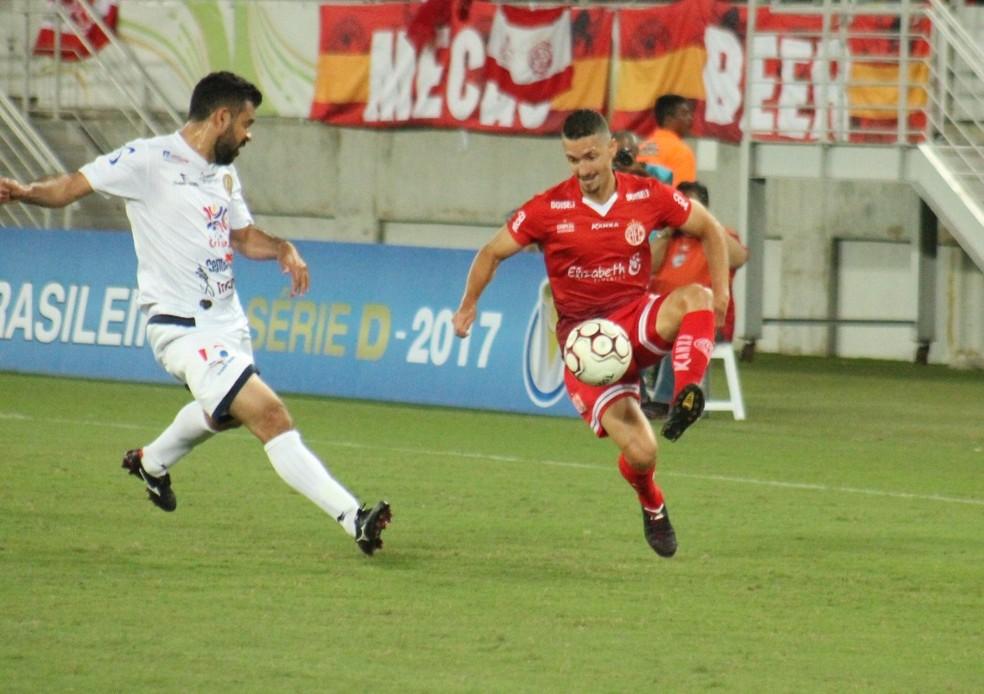 Lateral Danilo foi o último a renovar com o América-RN (Foto: Canindé Pereira/América FC)