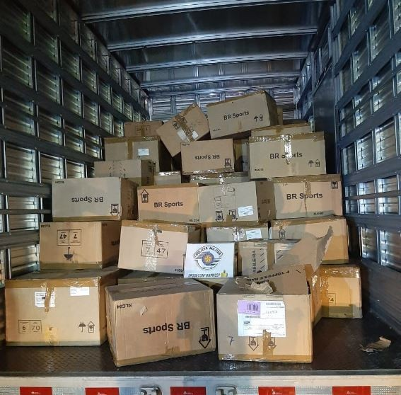 PM recupera carga roubada e prende cinco suspeitos de integrar quadrilha especializada em Santa Isabel
