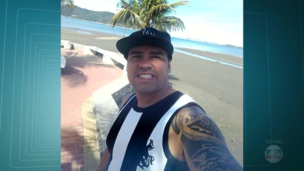 André Luiz Souto Ayres foi atingido por um tiro na barriga. (Foto: Reprodução/ TV Globo)