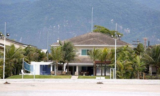 Casa de Cabral localizada no condomínio Porto Bello, na Praia de São Braz, em Mangaratiba (Foto: Pablo Jacob / O Globo)