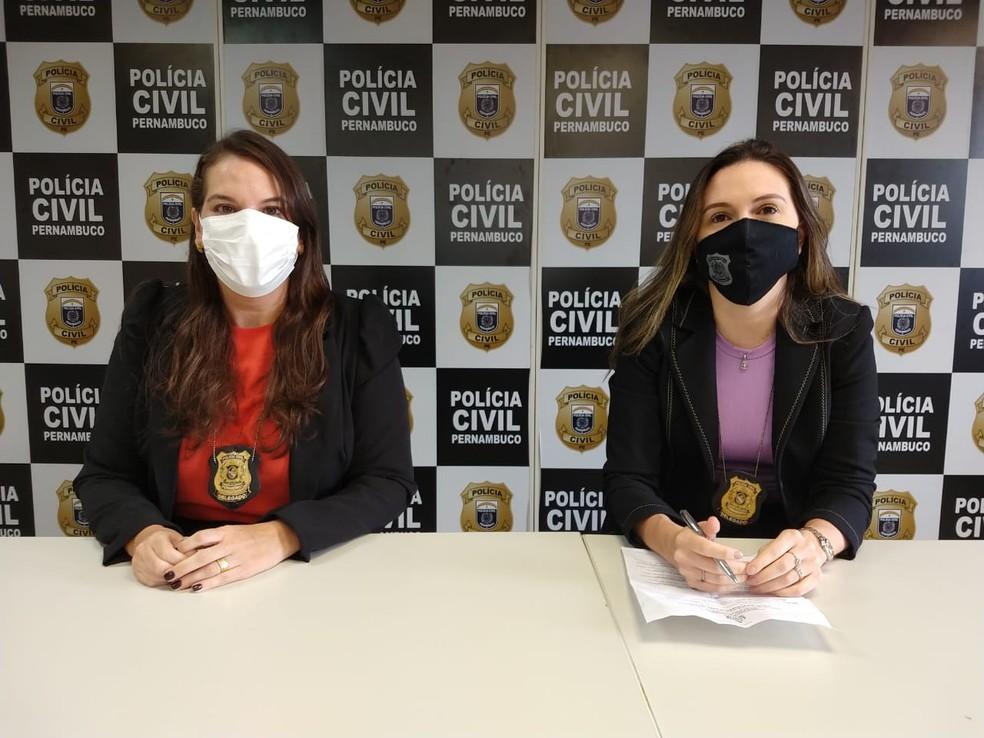 Delegadas Mariana Vilas Boas e Larissa Azedo em coletiva de imprensa realizada no Recife, nesta terça-feira (4) — Foto: Paulo Abreu/PCPE/Divulgação