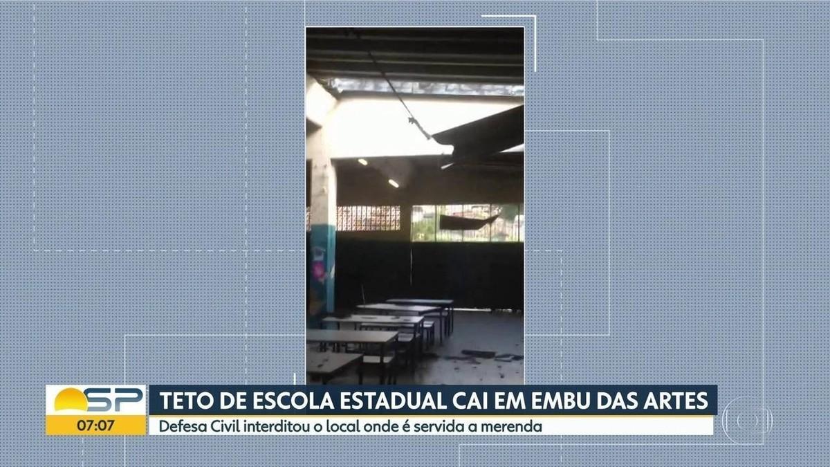 Após queda de teto, alunos de escola de Embu das Artes ficam 3 semanas sem aulas - G1