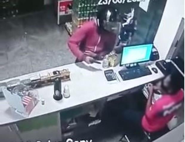 Posto de combustíveis é roubado por homem armado em Mirassol