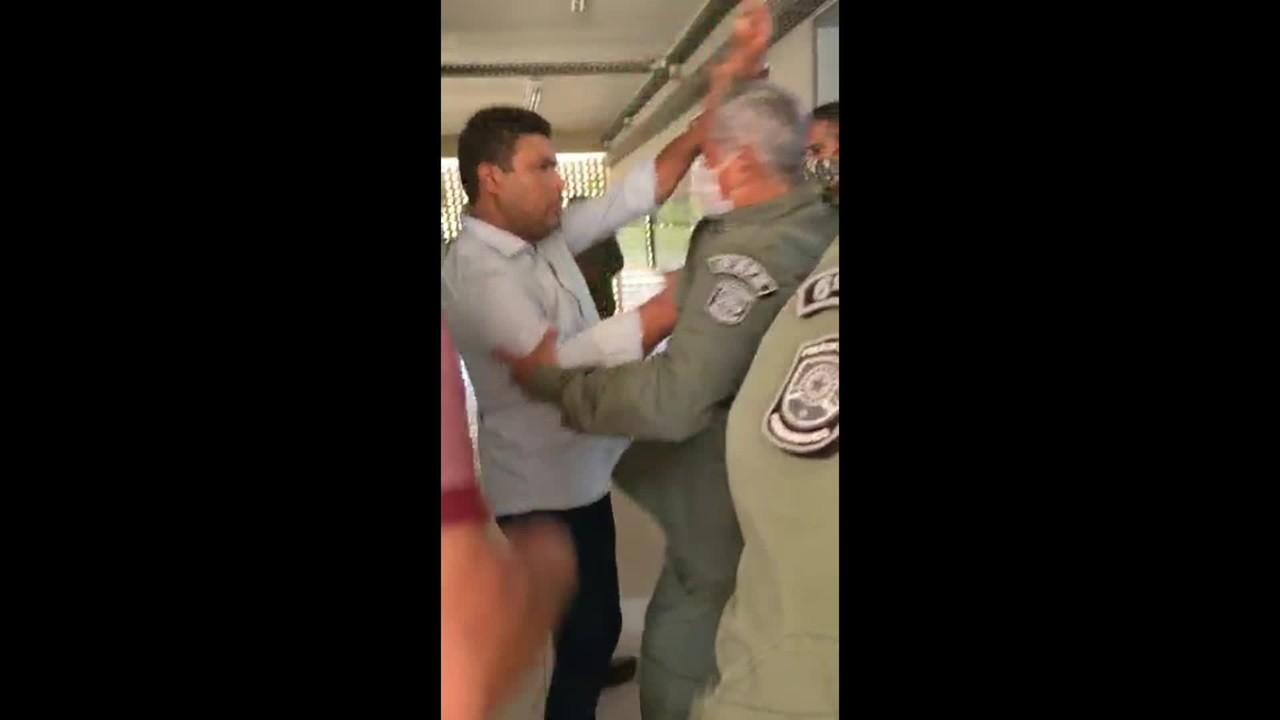 Vídeo mostra confusão entre deputado e PM durante vacinação de policiais