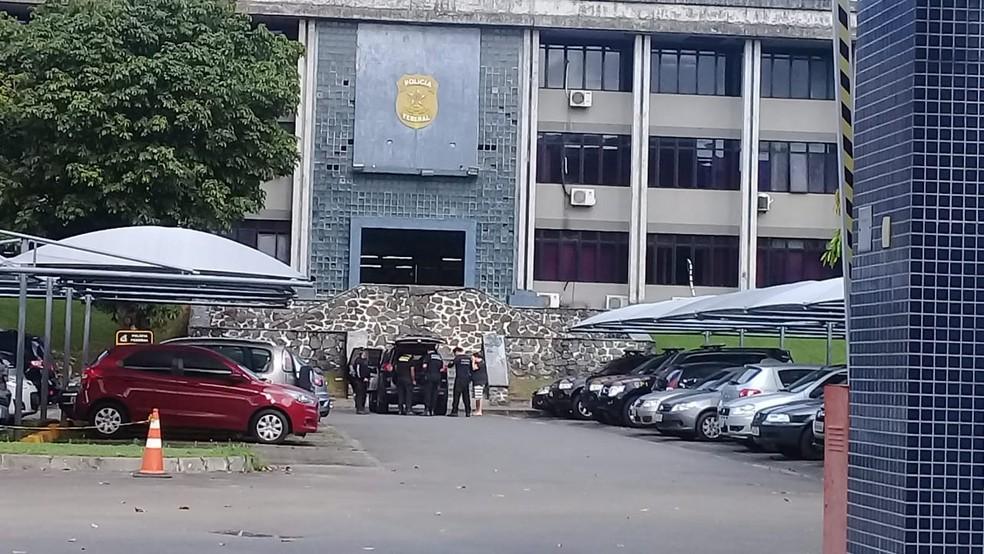 Homem é detido em condomínio de luxo de Salvador durante operação da PF contra tráfico internacional de drogas — Foto: Cid Vaz/TV Bahia