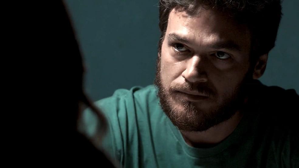 Em 'A Força do Querer', Rubinho (Emilio Dantas) pede uma chance a Bibi (Juliana Paes) — Foto: Globo