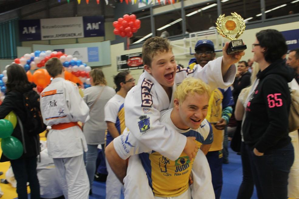 Judoca de Petrópolis conquistou troféu de bronze na Holanda — Foto: Valéria Domingues Moreira | Arquivo Pessoal