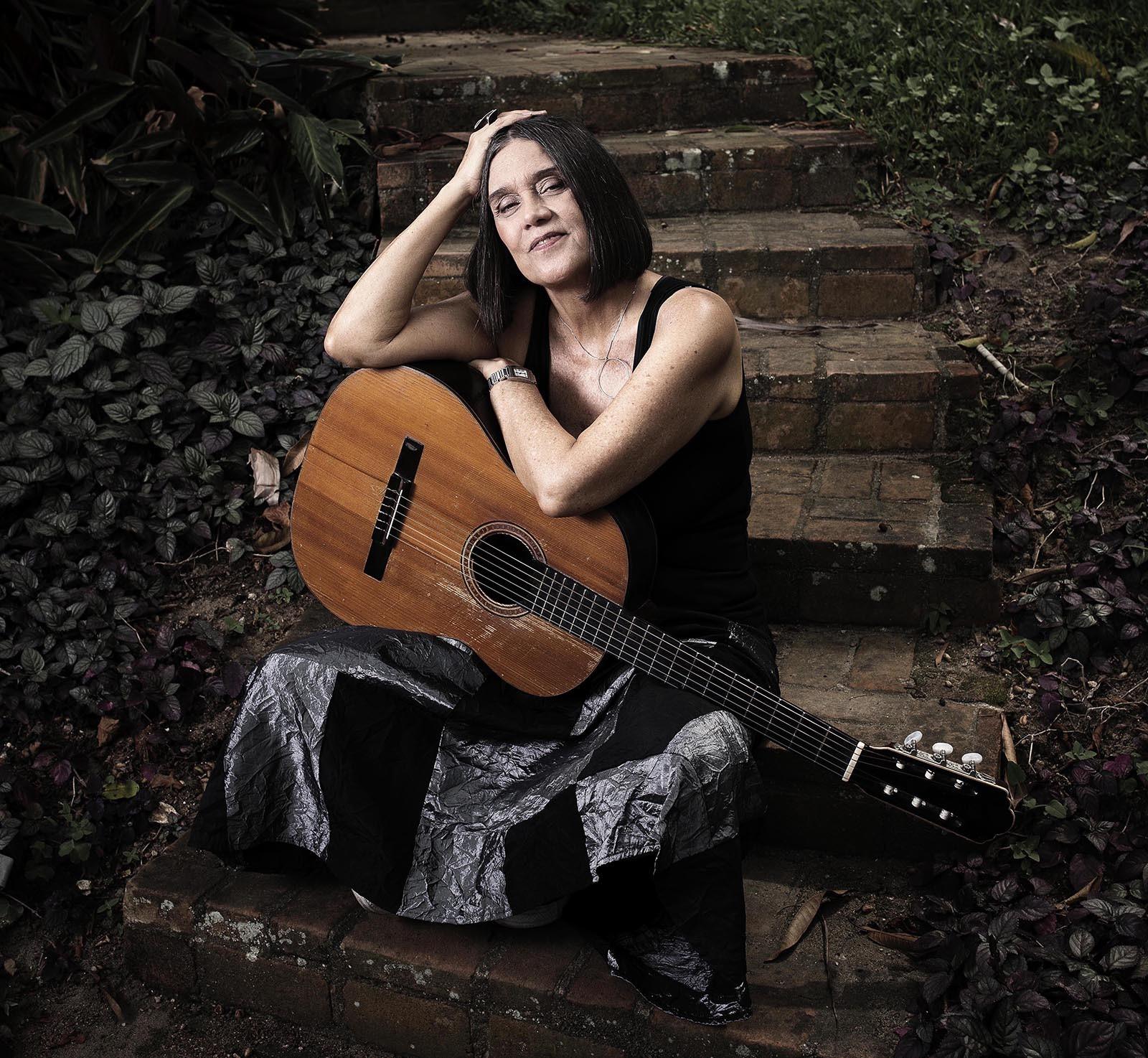 Joyce Moreno abre parceria com Emicida e amplia obras com Ivan Lins, Jards Macalé, Marcos Valle e Zé Renato