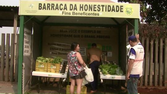 'Barraca da honestidade' comercializa produtos sem vendedores, em Foz do Iguaçu